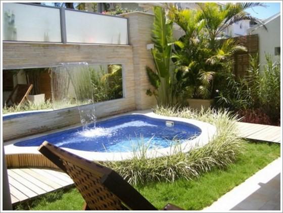 21-Área de lazer com piscina em formato irregular de alvenaria