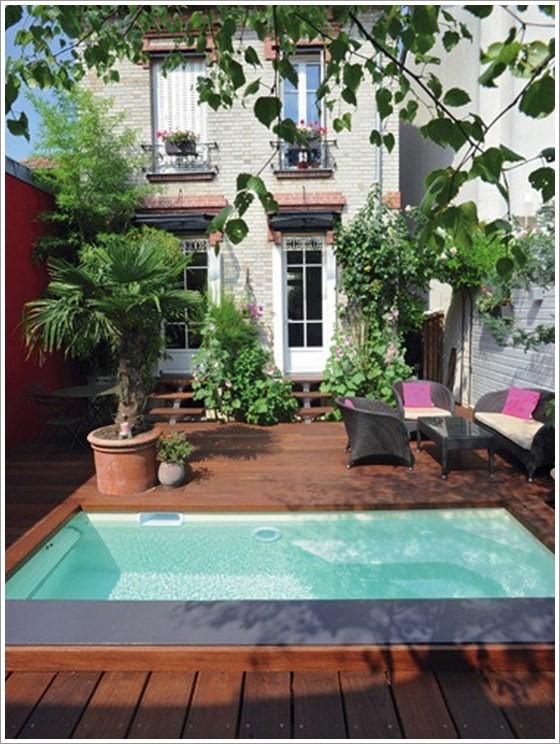 23 – Área de lazer com piscina em fibra de vidro, deck