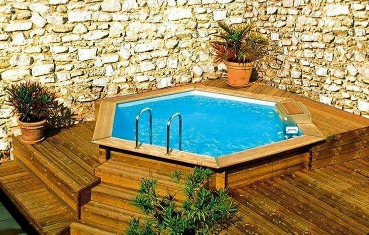 27 – Área de lazer com piscina hexagonal elevada