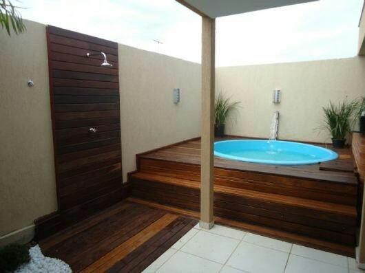 29 – Área de lazer com piscina redonda em fibra de vidro