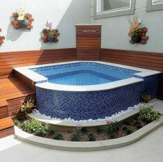 36– Área de lazer com piscina de canto elevada em alvenaria, com deck