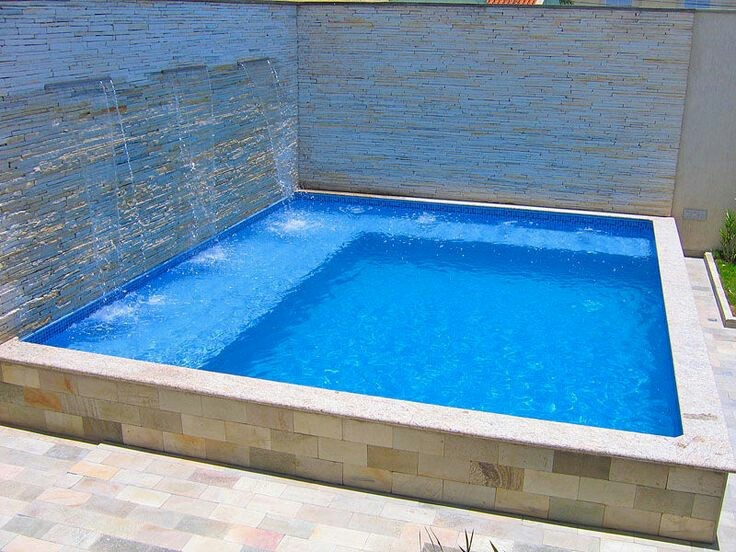 38 – Área de lazer com piscina em fibra de vidro com nível