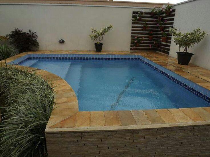 43 – Área de lazer com piscina em alvenaria elevada, acabamento em azulejo