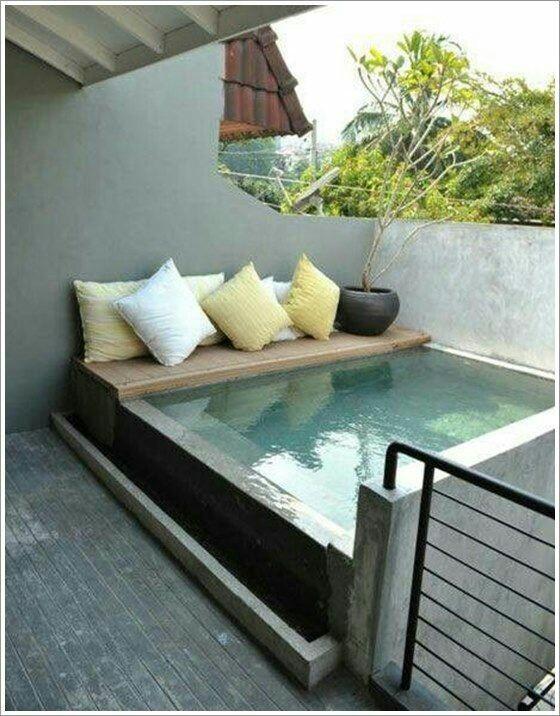 48 – Área de lazer com piscina levantada em alvenaria, acabamento em pastilhas