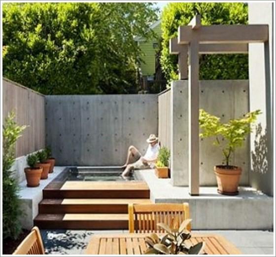 Mini piscina quadrada elevada em alvenaria