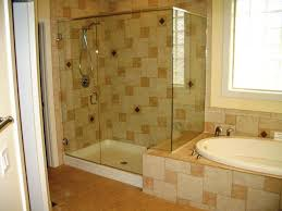 banheiro pequeno com banheira e chuveiro separado